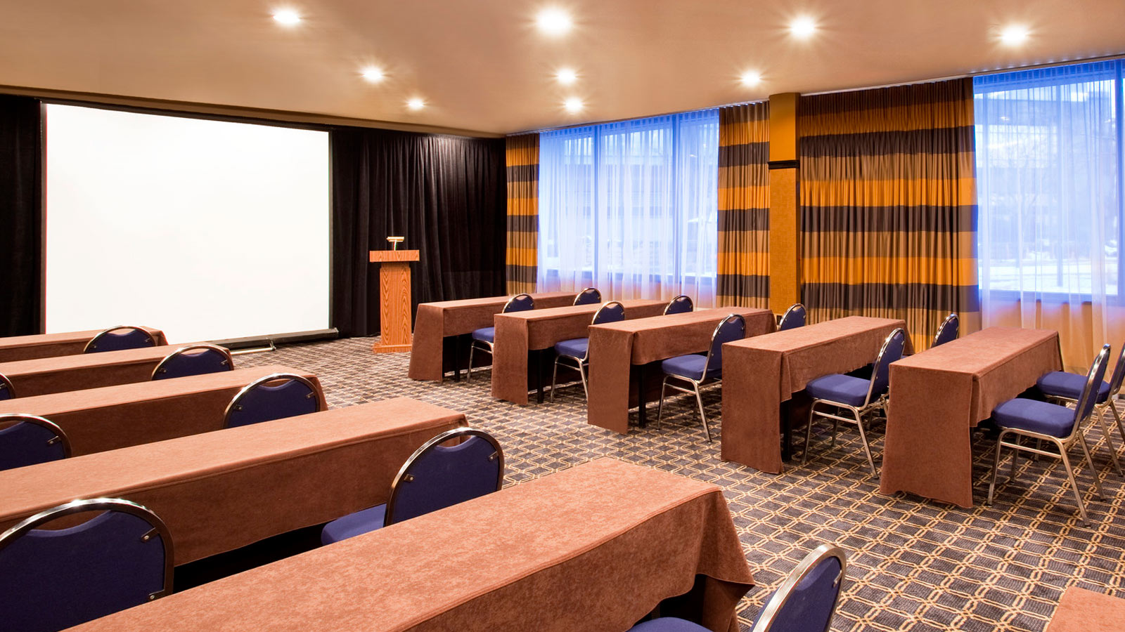 Sheraton Lincoln Harbor Hotel | Classroom Meetings Room